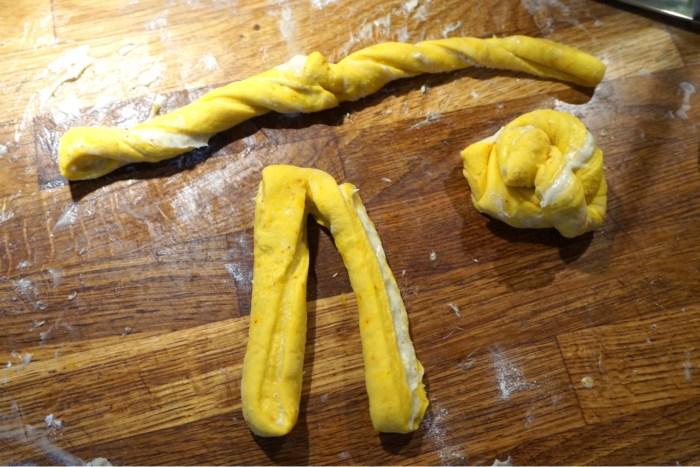 Saffransockerkringlor med krämig vaniljfyllning