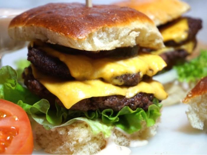 Fluffiga hamburgerbröd i långpanna