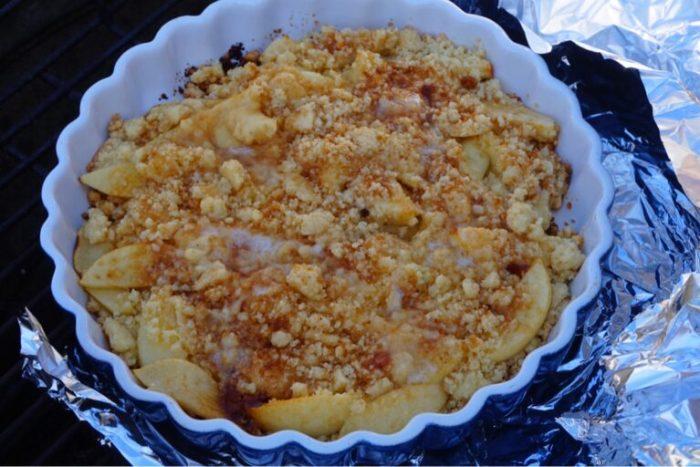 Grillad äppelpaj med vaniljvisp