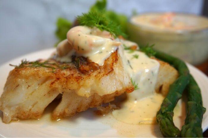 Smörstekt torsk med krämig räksås