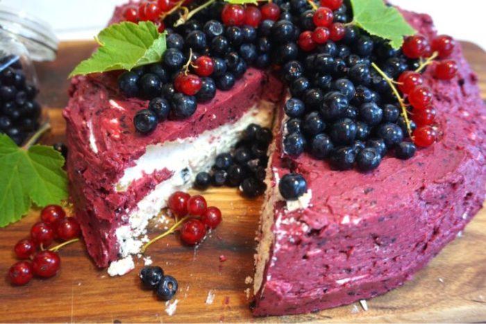 Blåbärsmaräng tårta