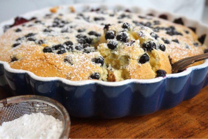 Blåbärscobbler med hemmagjord vaniljsås