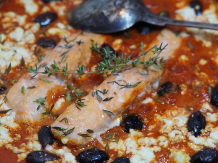 Grekisk lax med tomatsås