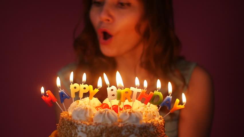 Không thể tin nổi- Thổi nến sinh nhật cực huy hiểm - ảnh 1