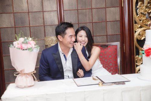 【終于結婚啦!】Coffee Lam舉辦婚禮,往往會在每周年時舉行結婚紀念活動,夫婦之間彼此都會慶祝或交換禮物,往往會在每周年時舉行結婚紀念活動,竟然沒有朋友到現場!? 遺憾表示:待我的兒子出世時再宴請你們…