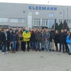 Ispred fabrike KLEEMANN