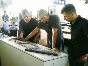Studenti Đurić Ivan i Milošev Milan pažljivo slušaju nastavnika Ivana
