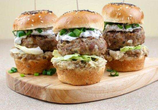 burger od curetine s humusom (1)