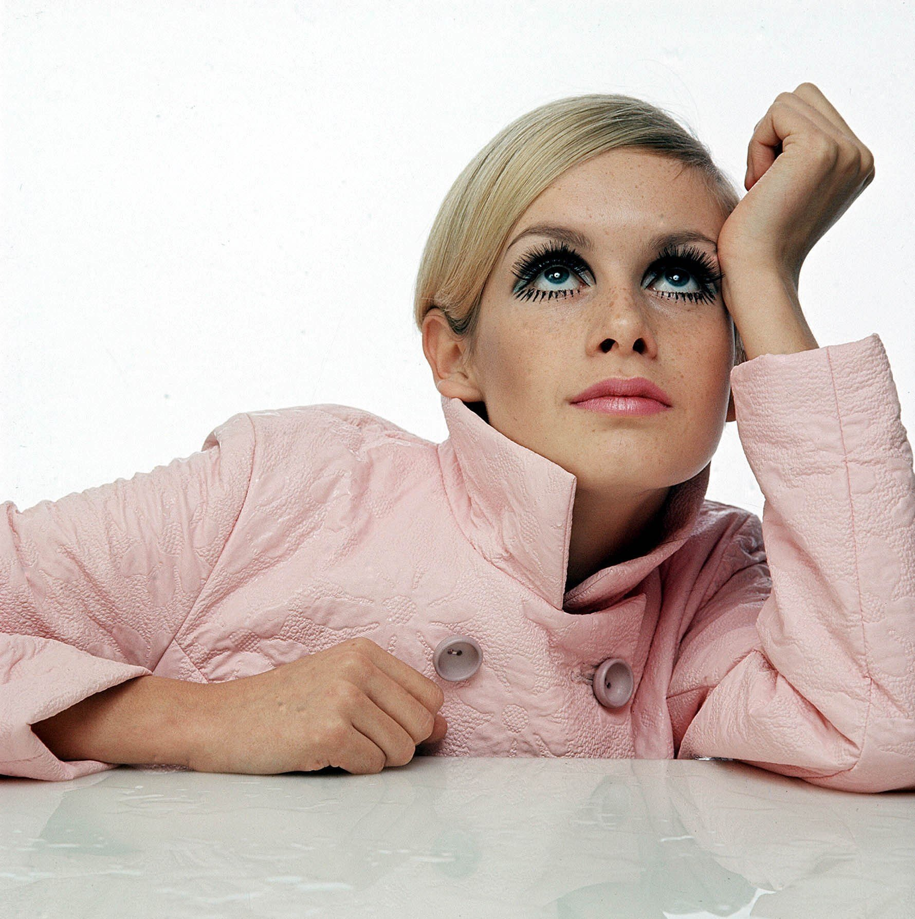 The Fall Of Troy Wallpaper Celebrating Sixties Icon Twiggy On Her 65th Birthday Vogue