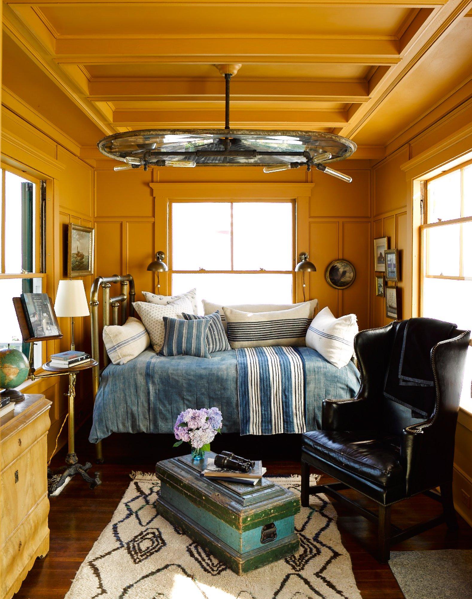 Dozens of inspiring ideas to decorate your living room, from countryliving.com. 8 Inspiring Small Rooms and Their Design Secrets - Vogue