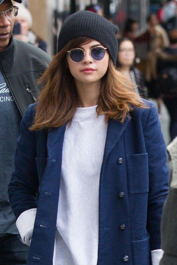 Selena Gomez -school Beauty With Fresh