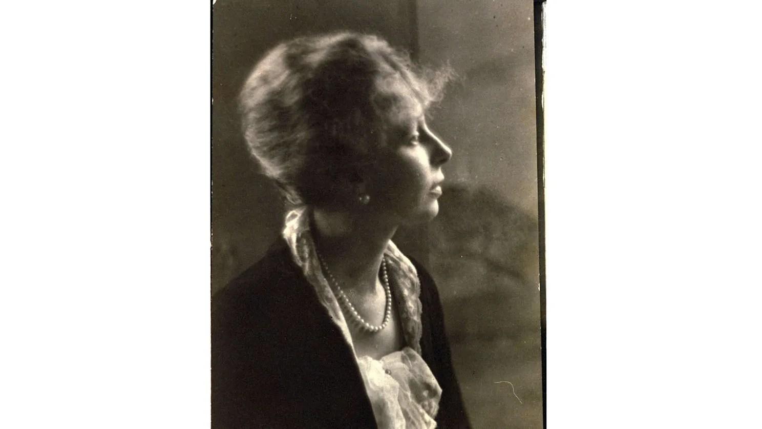 Portrt Die legendre USVOGUEChefredakteurin Edna Woolman Chase