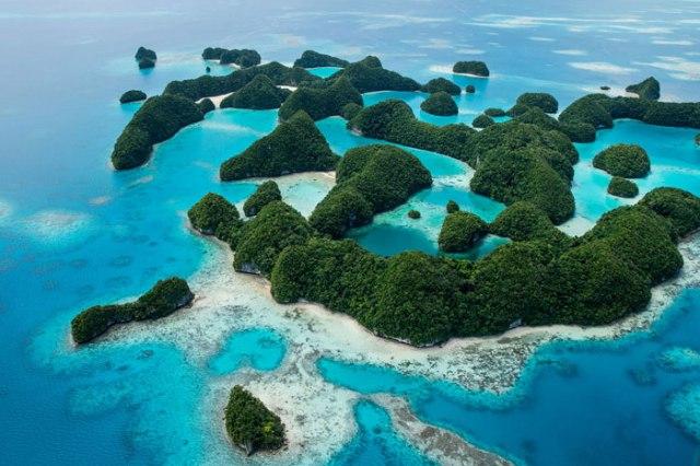 "Destination Palau-Honeymoon ""data-photocredit ="" ""data-captionslideshow ="" ""original-set ="" https://media.vogue.in/wp-content/uploads/2019/05/Palau-Honeymoon-destination.jpg 700w, https://media.vogue.fr/wp-content/uploads/2019/05/Palau-Honeymoon-destination-440x294.jpg 440w ""tailles ="" (largeur maximale: 700px) 100vw, 700px ""/><noscript><img class="