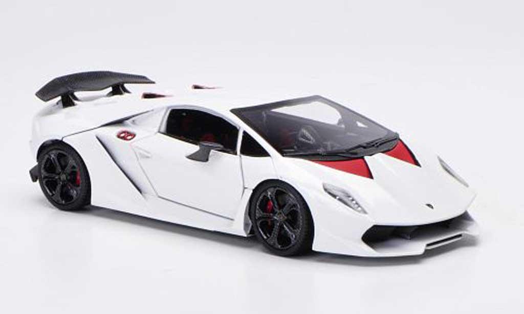 Lamborghini Sesto Elemento Miniature Blanche 2010