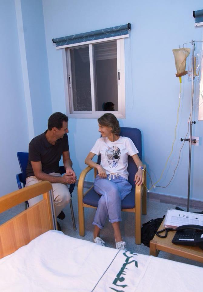 نشرت الصفحة الرسمية لأسماء الأسد الصورة في أغسطس وقالت إنها تبدأ المرحلة الأولية لعلاج ورم خبيث بالثدي اكتشف مبكرا