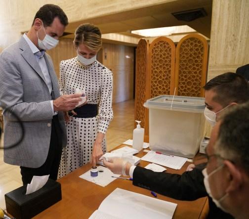 يقول معارضون إن عائلة الأخرس واجهة أموال بشار الأسد