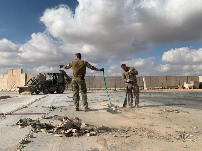 جانب من الأضرار التي شهدتها قاعدة عين الأسد الجوية جراء الهجمات الإيرانية