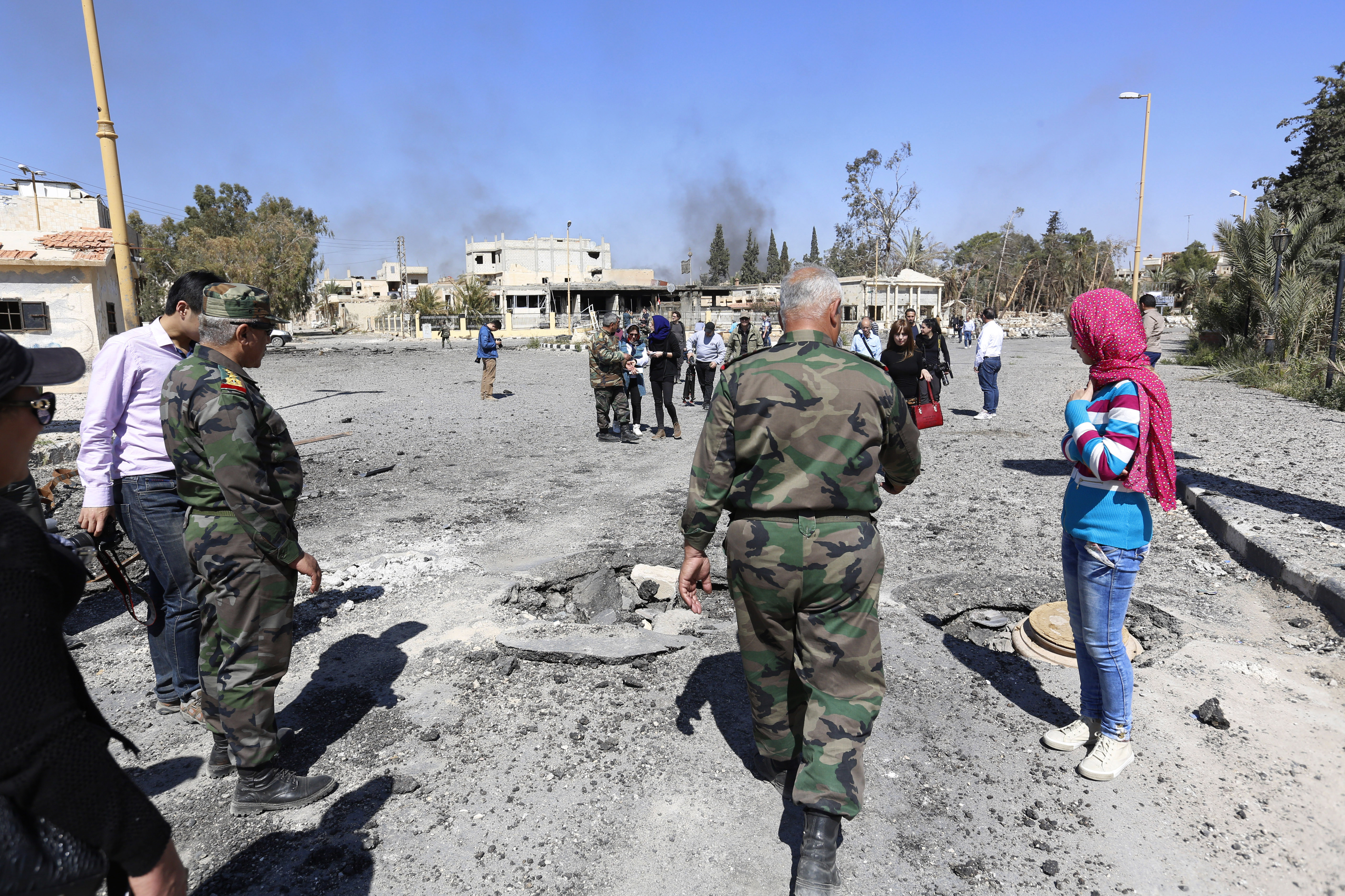 Syrian Forces Seize Town of Qaryatain From Islamic State | Voice of America - English