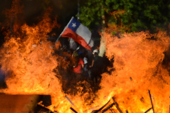 Fresh Protests, Looting Erupt in Chile Despite New Cabinet