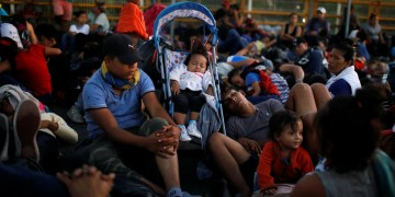 US-Bound Migrant Caravan in Tense Standoff at Border between Mexico and Guatemala