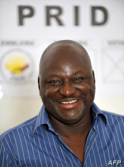 FILE - Aristide Gomes, speaks to journalists, Nov. 13, 2008, at his party's headquarters in Bissau.