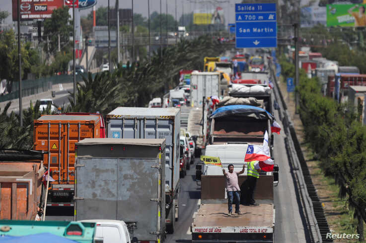 Vehicles block the road during a demonstration against toll charges, on the outskirts of Santiago, Chile November 6, 2019