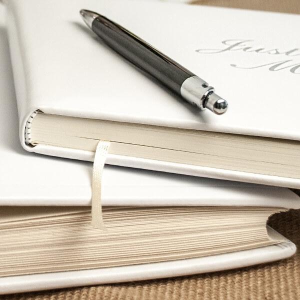 Hochwertiges Gstebuch aus Leder in Wei fr die Hochzeit