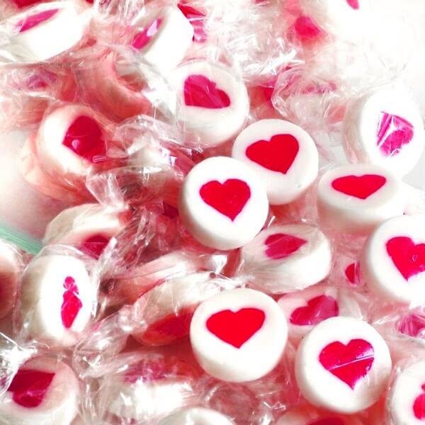 Handgemachte Bonbons Herz wei  Gastgeschenk zur