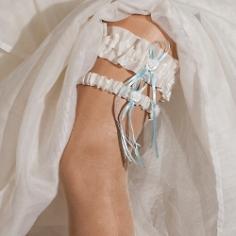 Accessoires fr die Hochzeit  Haarschmuck Strumpfbnder Ringkissen und mehr  weddixde