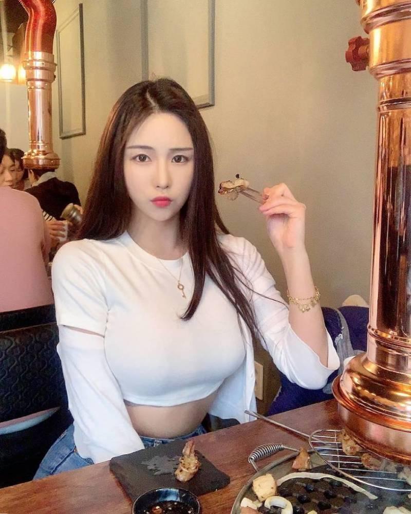 「韓版雞排妹」就是愛露兇狠乳量,慶生時的低胸讓「惹火半球曝光」了! | R21plus