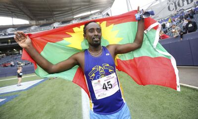 TREVOR HAGAN / WINNIPEG FREE PRESS</p><p>Manitoba Marathon winner Teresa Fekensa with the flag of Oromia. </p>