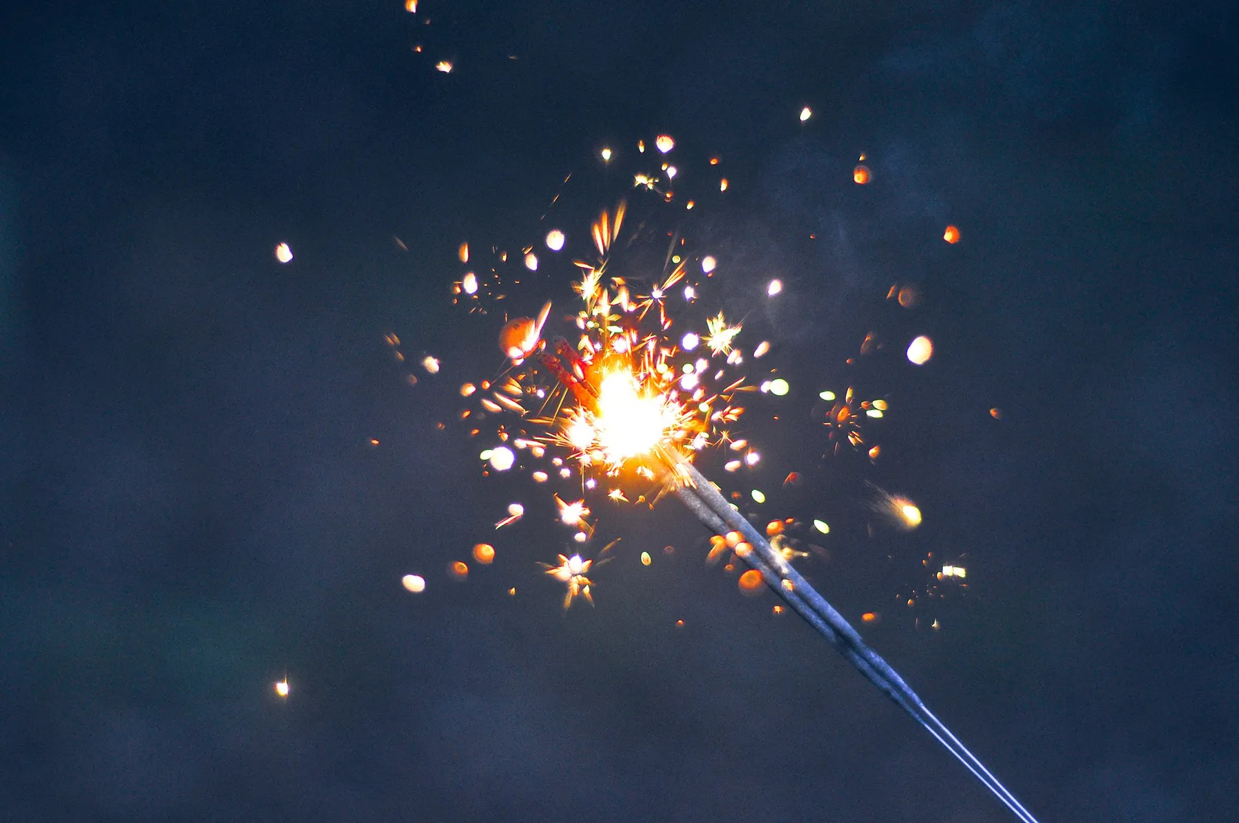 hight resolution of the awesome physics in a simple sparkler