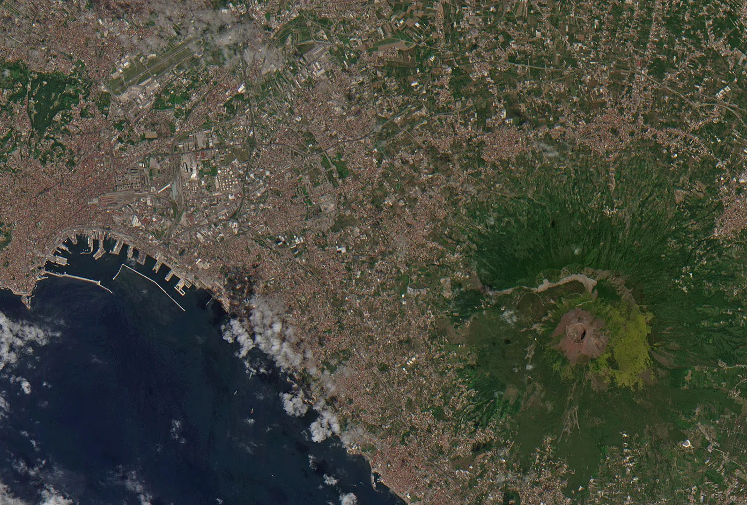 hight resolution of the world s most dangerous volcano may kill another city