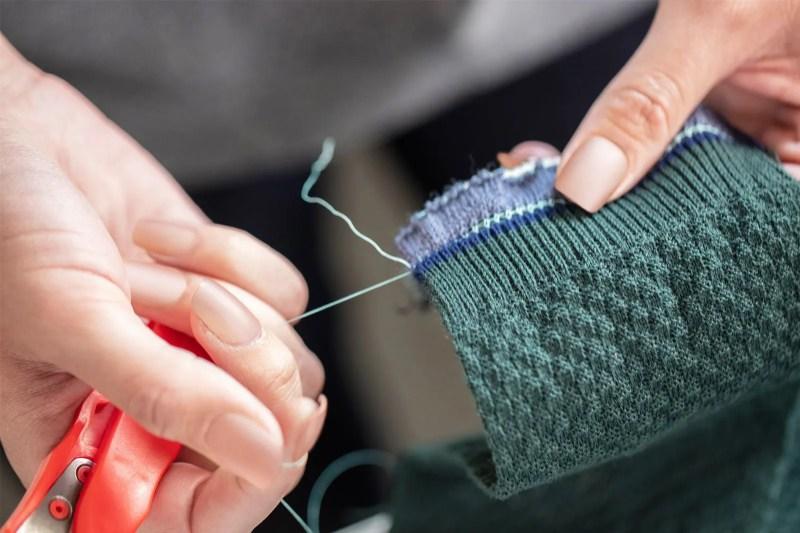 Come mettere a strati i vestiti per l'esterno: strati di base intermedi e altro