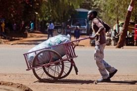 Man med kärra, Tanzania