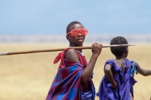 Ung man med glasögon, Tanzania