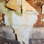 Tapetrester under masoniten i södra köket.