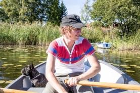 Johan och Valter i båten.