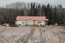 Istället för att ta tillvara de gamla husen byggs nya ett par 100 m bort.
