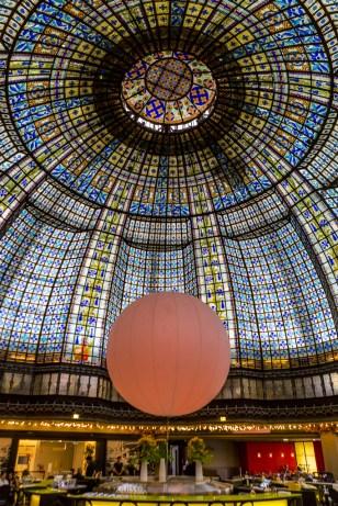 Den vackra kupolen i varuhuset Printemps.