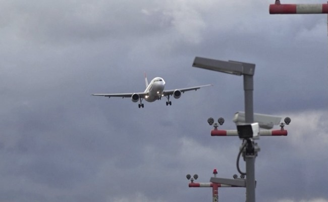 Planes Wobble Sway As They Try To Land In Powerful Storm