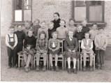 Lotten Ekelund med klass 1952. Kämpinge skola.