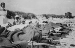 En liten järnväg förde patienter till stranden från Ljungsäters sjukhus.