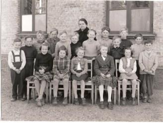 Lotten Ekelund med klass 1952 Kämpinge skola