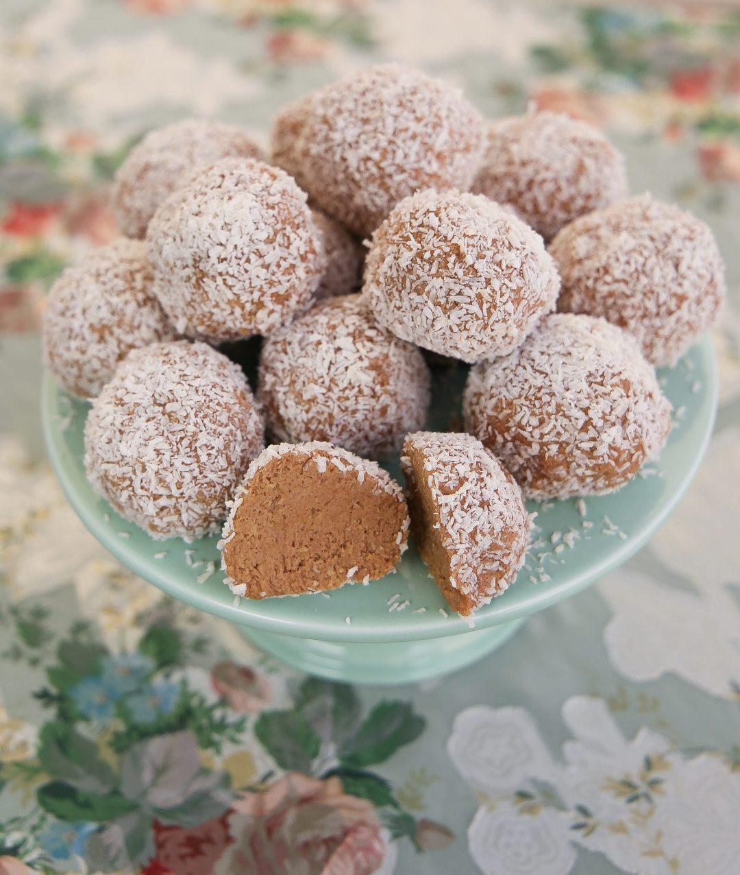 chokladbollar med oboy och grädde