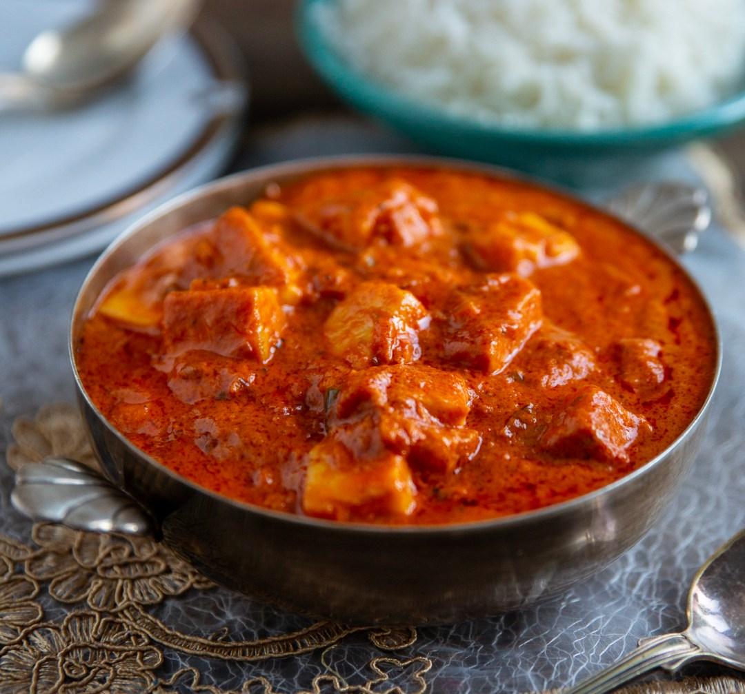 indisk vegetarisk gryta med halloumi