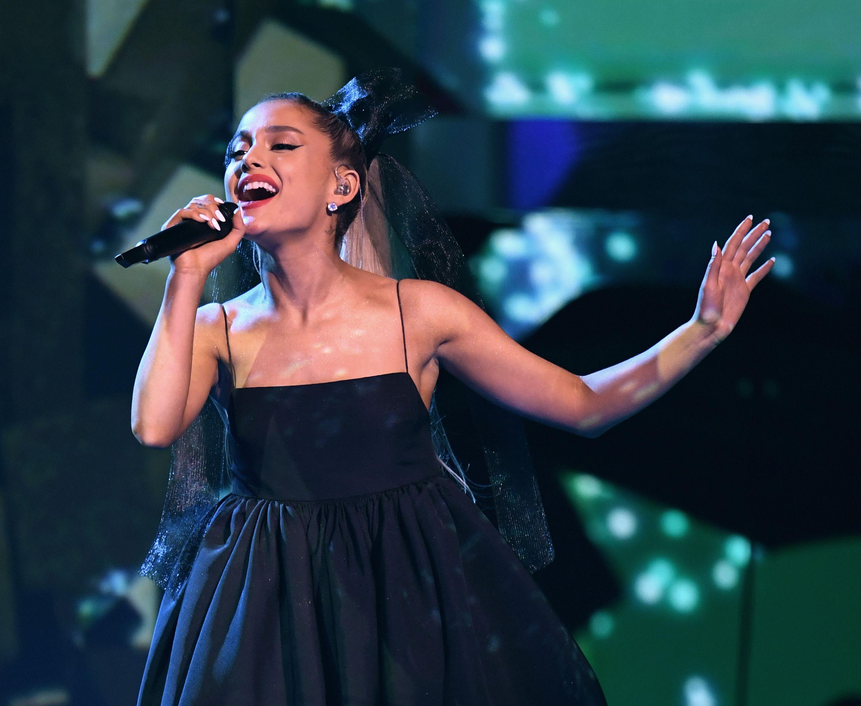 IG女王賽琳娜退位!亞莉安娜Ariana以擁「1.46億」粉絲之姿成為最高人氣女星! - Yahoo奇摩時尚美妝