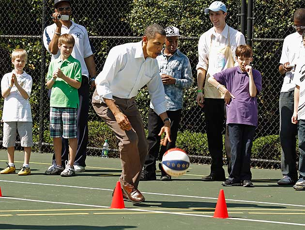 Barack Obama basketball crossover