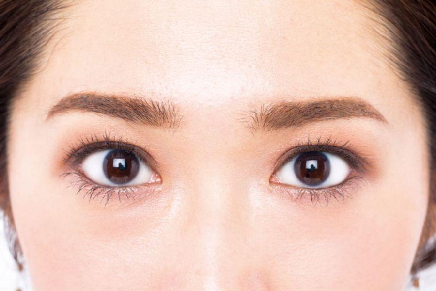 「瞬間讓大小眼對稱,雙眼消浮腫」絕對要學好,你還不知道【大地棕色眼影】超級神用法 - Yahoo奇摩時尚美妝