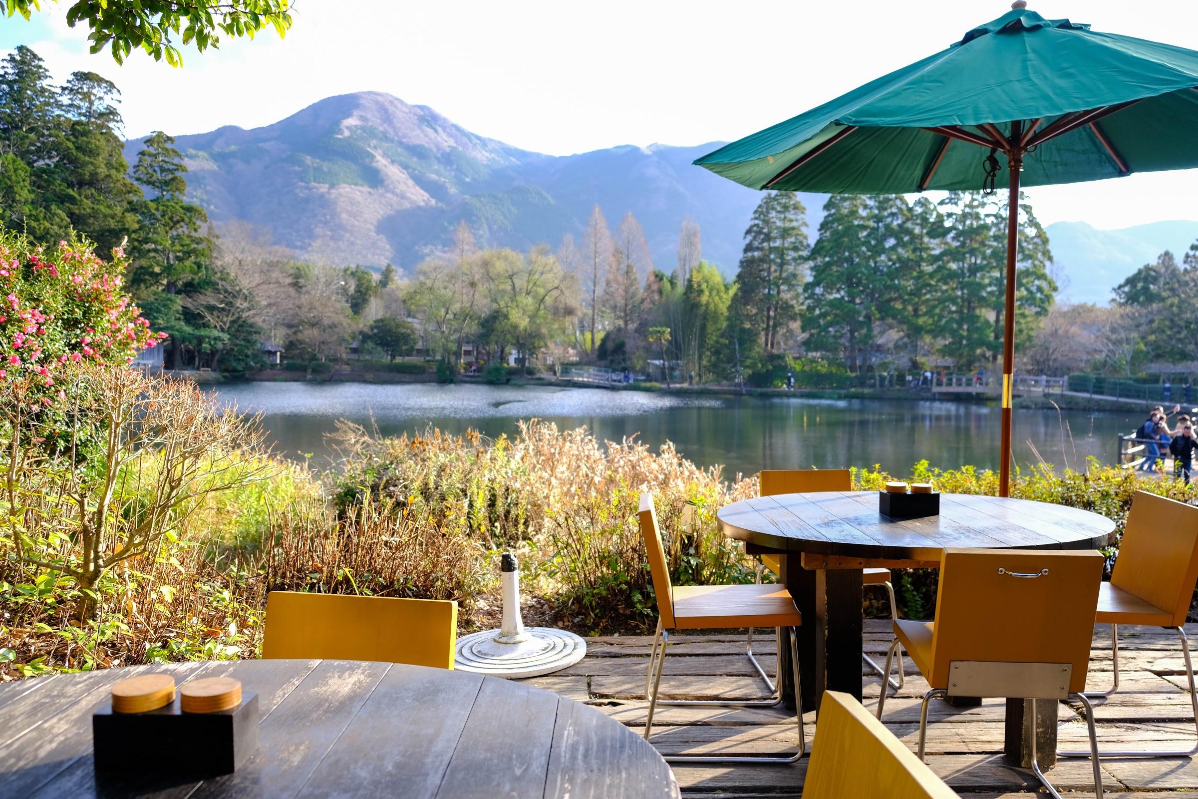 【福岡】願意待上一下午的仙境美景,在湖畔喝一杯忘憂的咖啡!金鱗湖 CAFE LA RUCHE - Yahoo奇摩旅遊